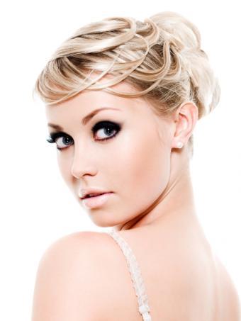 https://cf.ltkcdn.net/makeup/images/slide/148832-600x800r1-eyeliner6.jpg