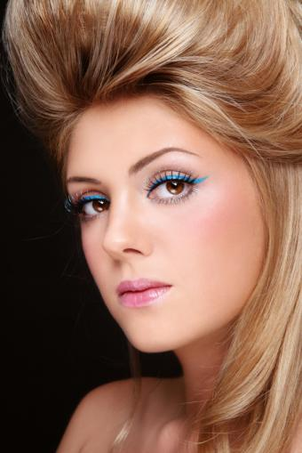 https://cf.ltkcdn.net/makeup/images/slide/148833-566x848r1-eyeliner7.jpg