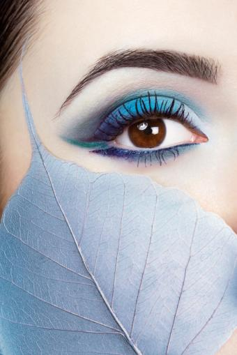 https://cf.ltkcdn.net/makeup/images/slide/148835-566x848r1-eyeliner9.jpg