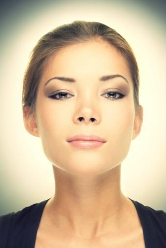 https://cf.ltkcdn.net/makeup/images/slide/149292-566x848r1-sexy-makeup-5.jpg