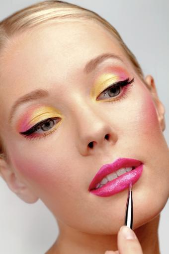 https://cf.ltkcdn.net/makeup/images/slide/149650-566x848-bright-eye-makeup-and-false-lashes.jpg