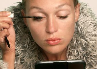 How to Put Mascara On
