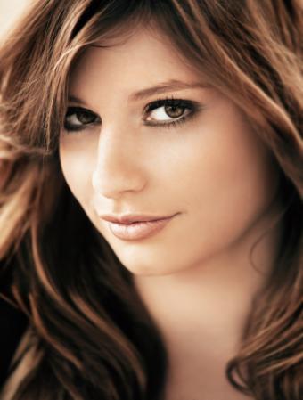 https://cf.ltkcdn.net/makeup/images/slide/166170-603x796-bronzeeyes.jpg