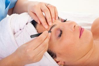 https://cf.ltkcdn.net/makeup/images/slide/167873-847x567-eyebrow-grooming-for-best-look.jpg