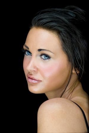 https://cf.ltkcdn.net/makeup/images/slide/170009-300x449-strong-brows.jpg