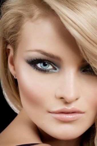 https://cf.ltkcdn.net/makeup/images/slide/170011-566x848-romantic-shimmer.jpg