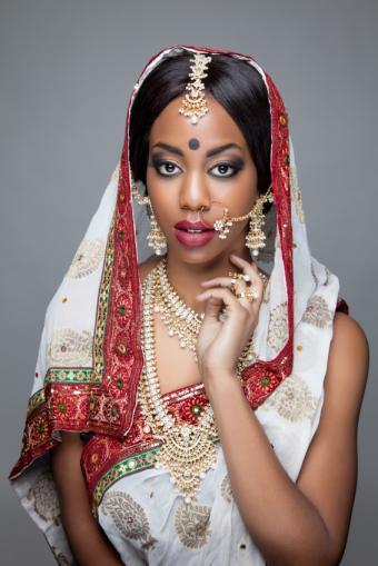 https://cf.ltkcdn.net/makeup/images/slide/175329-566x848-traditional-indian-makeup.jpg