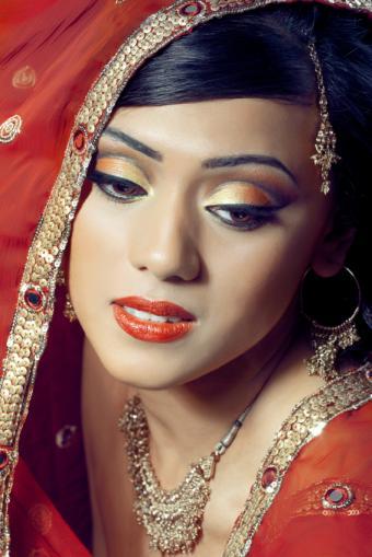 https://cf.ltkcdn.net/makeup/images/slide/175330-566x848-orange-indian-makeup.jpg