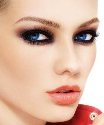 https://cf.ltkcdn.net/makeup/images/slide/197086-708x850-eyes02_smokeycrop.jpg