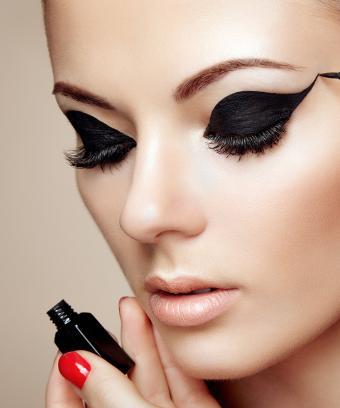 https://cf.ltkcdn.net/makeup/images/slide/197087-708x850-eyes03_shapedcrop.jpg