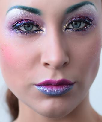 https://cf.ltkcdn.net/makeup/images/slide/197090-708x850-eyes06_glittercrop.jpg