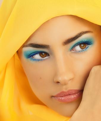 https://cf.ltkcdn.net/makeup/images/slide/197093-708x850-eyes09b_colorcrop.jpg