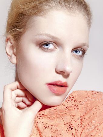 https://cf.ltkcdn.net/makeup/images/slide/199348-638x850-makeup6_peachcrop.jpg