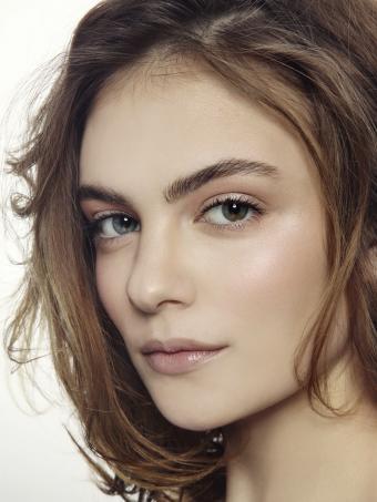 https://cf.ltkcdn.net/makeup/images/slide/199354-638x850-makeup91_sheercrop.jpg
