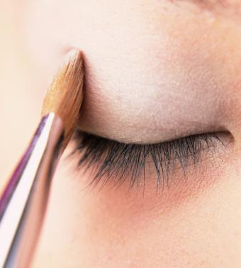 https://cf.ltkcdn.net/makeup/images/slide/199394-765x850-eyes2_neutralcrop.jpg