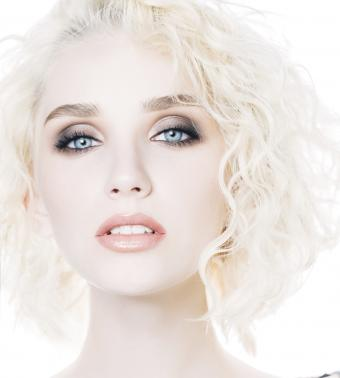 https://cf.ltkcdn.net/makeup/images/slide/199397-765x850-eyes4_smokeycrop.jpg