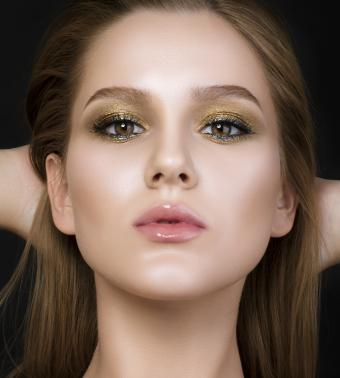 https://cf.ltkcdn.net/makeup/images/slide/199432-765x850-eyes5a_goldcrop.jpg