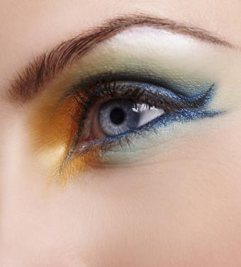 https://cf.ltkcdn.net/makeup/images/slide/199433-765x850-eyes9_artcrop.jpg