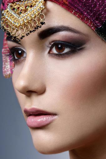 https://cf.ltkcdn.net/makeup/images/slide/214373-566x848-Beautiful-Indian-woman-portrait.jpg