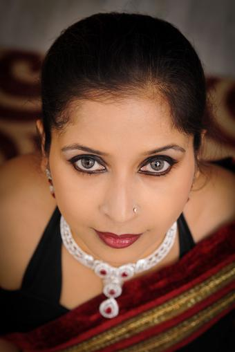 https://cf.ltkcdn.net/makeup/images/slide/214374-566x848-Indian-woman.jpg