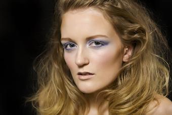 https://cf.ltkcdn.net/makeup/images/slide/224132-704x469-high-cheeks.jpg