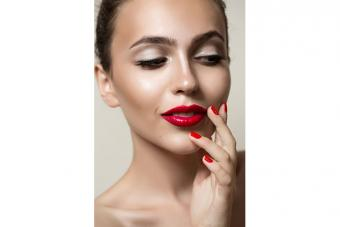 https://cf.ltkcdn.net/makeup/images/slide/224143-704x469-Woman-with-high-cheek-bones.jpg