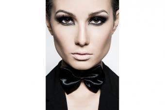 https://cf.ltkcdn.net/makeup/images/slide/224144-704x469-Woman-with-make-up-showing-high-cheekbones.jpg