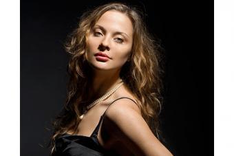 https://cf.ltkcdn.net/makeup/images/slide/224145-704x469-fashion-woman.jpg