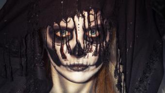 corpse look using eyeshadow makeup