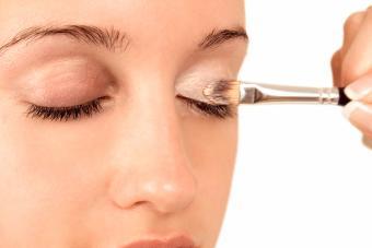 https://cf.ltkcdn.net/makeup/images/slide/278409-850x566-eye-makeup-prim.jpg