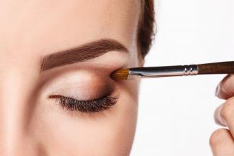 https://cf.ltkcdn.net/makeup/images/slide/278412-850x566-eye-makeup-contour-shadow.jpg