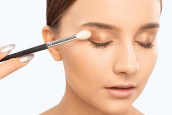 https://cf.ltkcdn.net/makeup/images/slide/278413-850x566-eye-makeup-blend.jpg