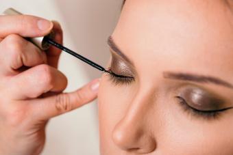 https://cf.ltkcdn.net/makeup/images/slide/278414-850x566-eye-makeup-eyeliner.jpg