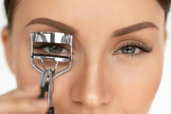 https://cf.ltkcdn.net/makeup/images/slide/278415-850x566-eye-makeup-curl-lashes.jpg