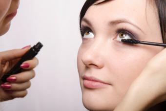 https://cf.ltkcdn.net/makeup/images/slide/278417-850x566-eye-makeup-mascara-lower-lashes.jpg