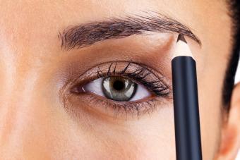 https://cf.ltkcdn.net/makeup/images/slide/278418-850x566-eye-makeup-brow-corrector.jpg