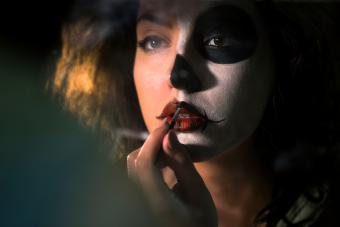 https://cf.ltkcdn.net/makeup/images/slide/278608-850x566-halloween-face-paint.jpg