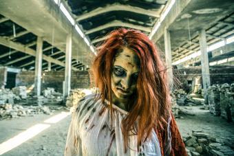 https://cf.ltkcdn.net/makeup/images/slide/278612-850x566-halloween-face-paint-zombie.jpg