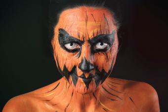 https://cf.ltkcdn.net/makeup/images/slide/278615-850x566-halloween-face-paint-jack-o-lantern.jpg