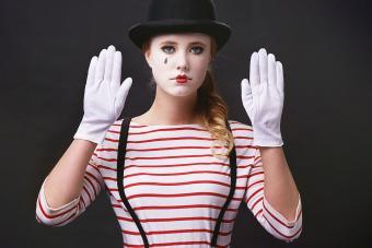 https://cf.ltkcdn.net/makeup/images/slide/278618-850x566-halloween-face-paint-mime.jpg
