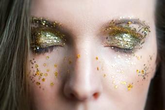 https://cf.ltkcdn.net/makeup/images/slide/280143-850x566-fairy-dust-eye.jpg