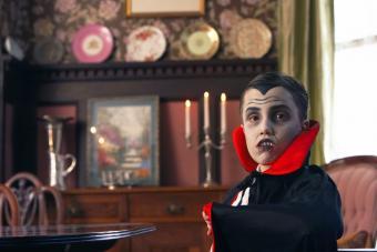https://cf.ltkcdn.net/makeup/images/slide/280144-850x567-vampire-boy.jpg