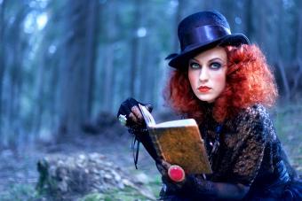 https://cf.ltkcdn.net/makeup/images/slide/280149-850x567-witch-in-the-forest.jpg