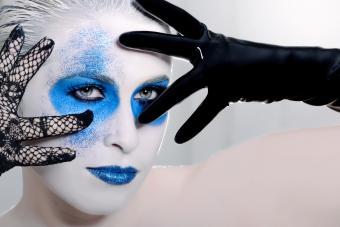 https://cf.ltkcdn.net/makeup/images/slide/280165-850x567-halloween-blue-make-up.jpg