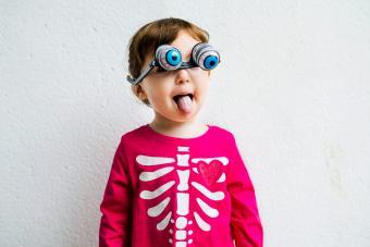 https://cf.ltkcdn.net/makeup/images/slide/280169-850x567-kid-with-crazy-eyes-goggles.jpg