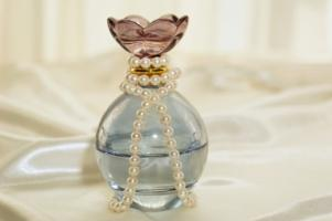 Perfume_and_pearls.jpg