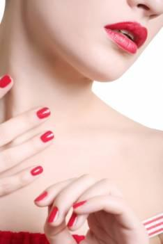 Which Shades of Red Lipstick Work Best on Pale Skin Tones