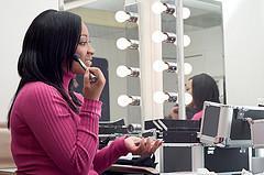 Natural African American makeup looks beautiful.