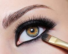 How to Apply Black Eyeliner