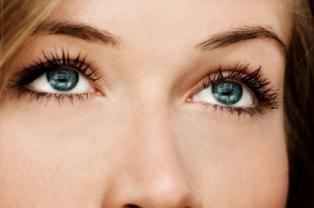 Pretty_blue_eyes.jpg